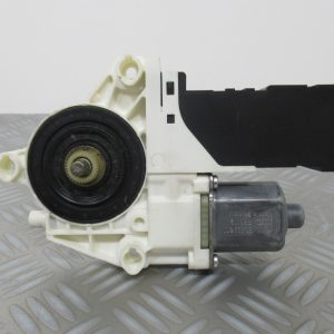 Moteur leve vitre AV G Bosch – Peugeot 407 2,0 HDI 16v 136cv 1137328125 / 0130822200