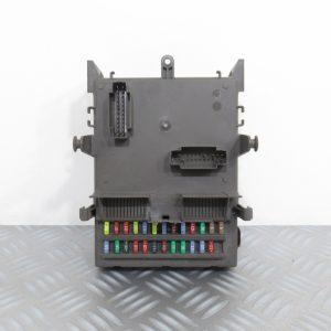 Boitier Fusibles Renault Laguna 2 8200004201E / 8200283811