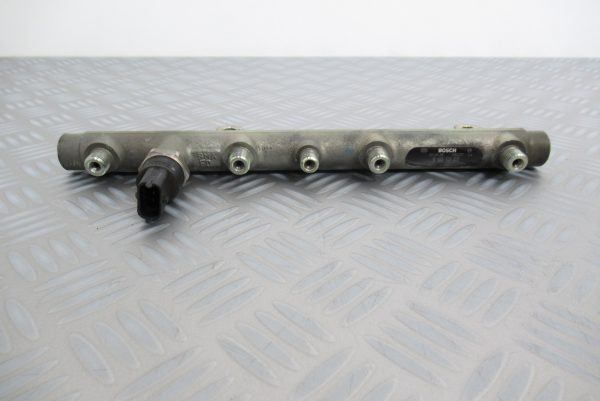 Rampe Injection Bosch Renault Scenic 2 1.9 DCI 0445214015 / 7700111013