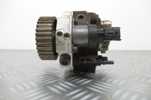 Pompe injection Bosch Renault Megane 1,9 DCI  0445010075 / 8200108225
