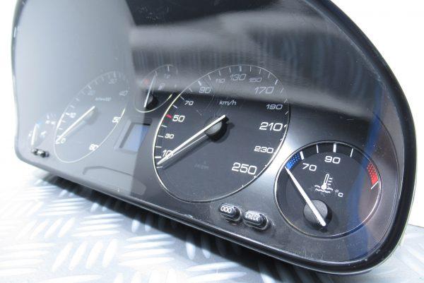 Compteur Peugeot 607