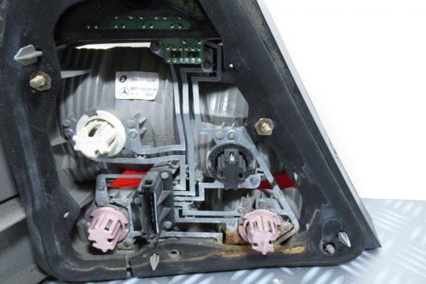 Feu arrière droit Mercedes classe S (220)