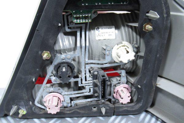 Feu arrière gauche Mercedes classe S (220)