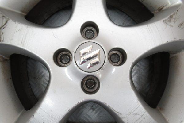 Jante alu 4 trous 15 pouces Suzuki Suzuki